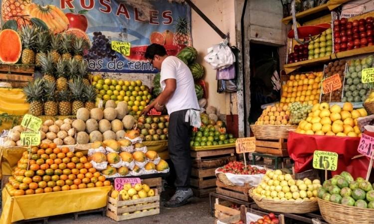 Durante clase de Zoom maestra ve como roban frutería de uno de sus alumnos en la colonia Independencia en Puebla