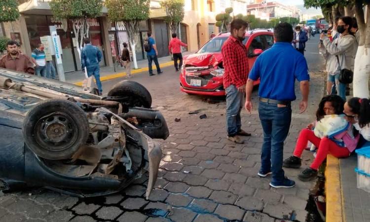 Chocan en calles de Tehuacán y muere recién nacido
