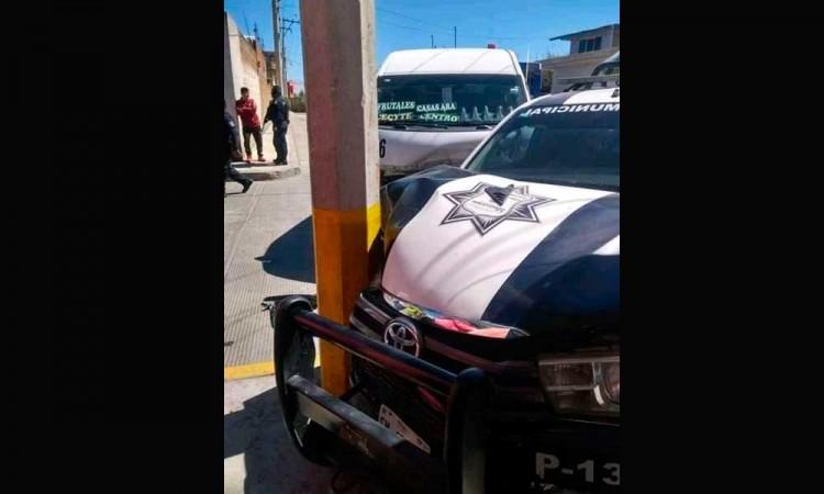 Policías salen lesionados tras chocar contra una combi en Palmar de Bravo