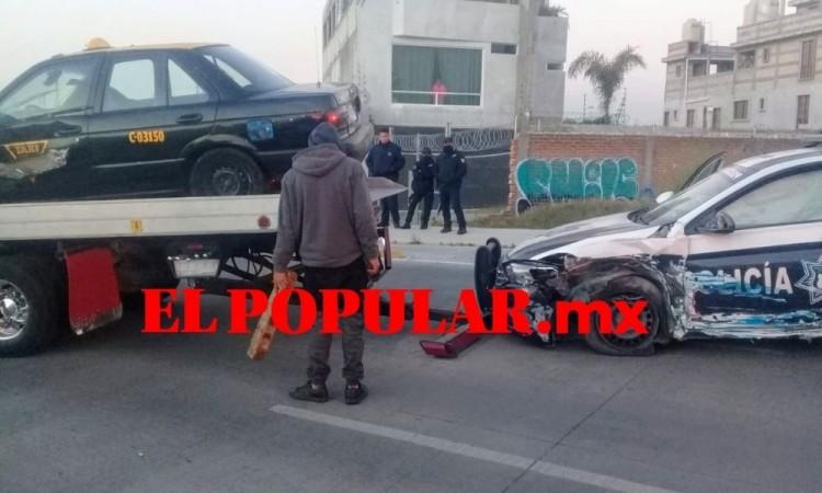 Policía resulta lesionada por choque de patrulla y taxi en fraccionamiento La Laguna, Puebla