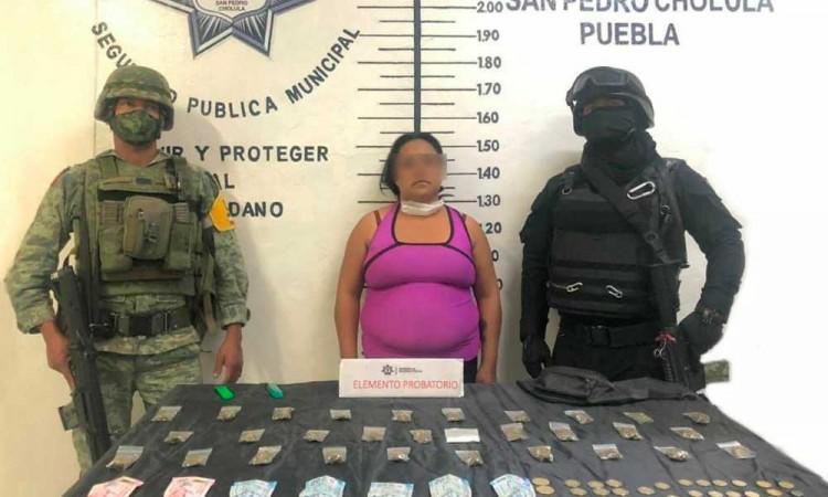 En operativo, atrapan a mujer con dosis de marihuana en Cholula