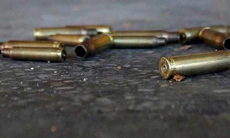 Policías de Puebla detienen a dos polleros en la México-Puebla
