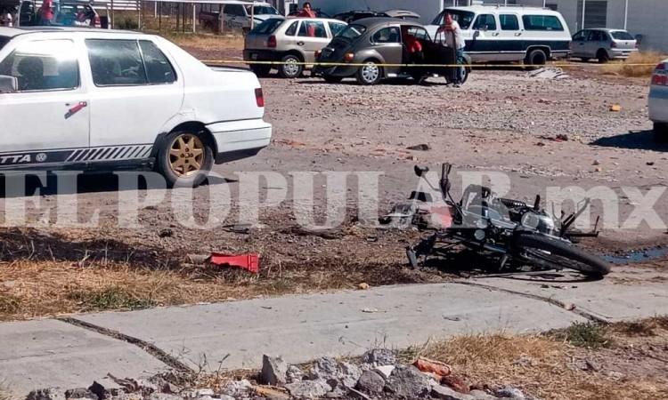 Moto se incendia en estacionamiento de Ceres de San Miguel