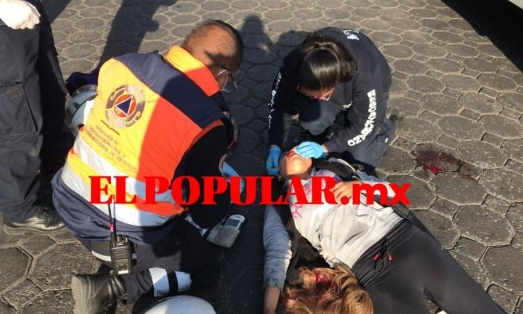 Joven sufre caída de transporte público y termina herida en la 14 Poniente y 9 Norte