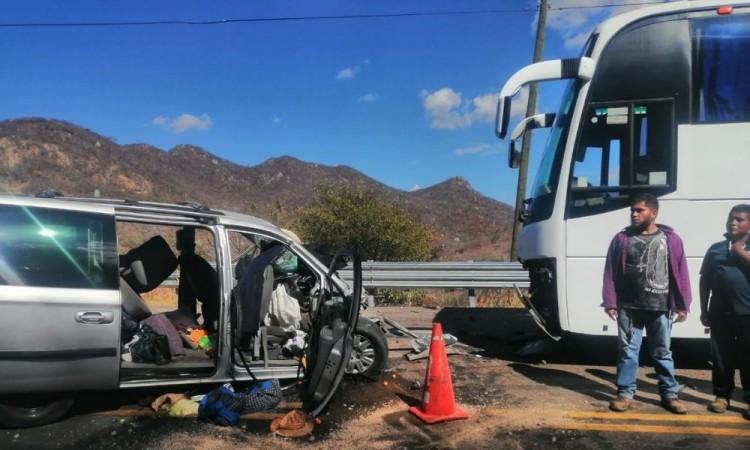 Los pasajeros del autobús de pasajeros no sufrieron lesiones de consideración.