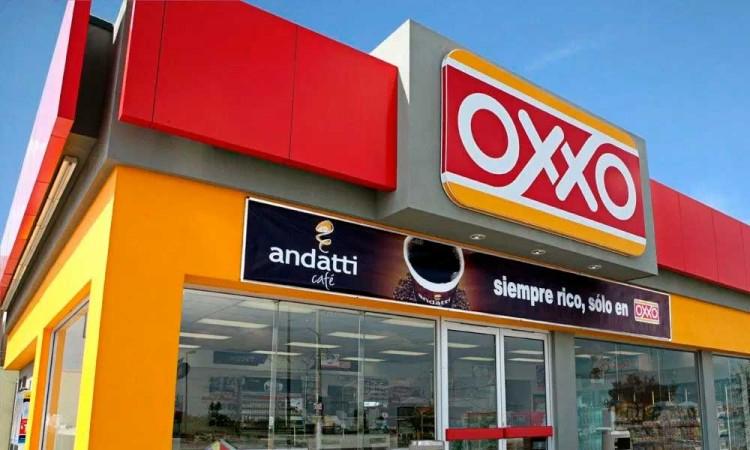 Golpean a empleada para asaltar Oxxo en la Puebla-Tehuacán