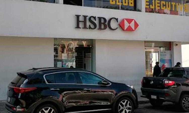 Denuncian robo de tarjetas bancarias en Tecamachalco