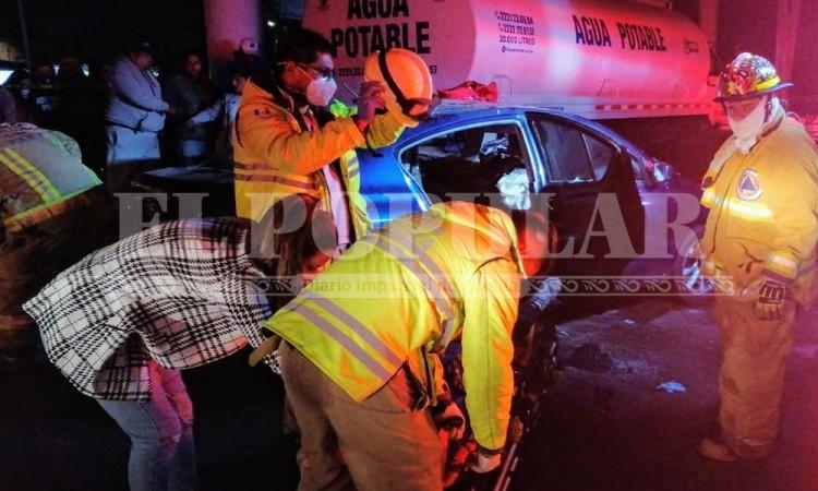 Automovilista termina prensado por choqueen San Rafael Oriente