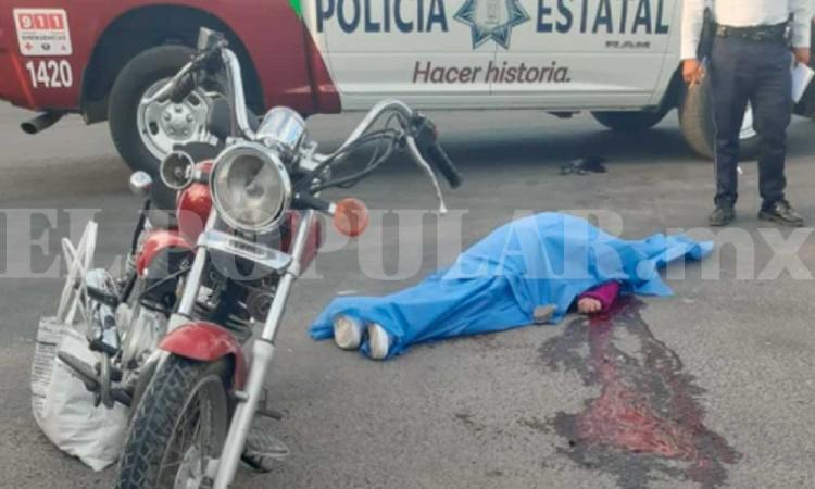Mujer motociclista muere en Cuatro Caminos al chocar contra camión de CFE