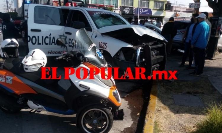 Choque de patrulla y auto deja tres lesionados en la colonia Los Volcanes