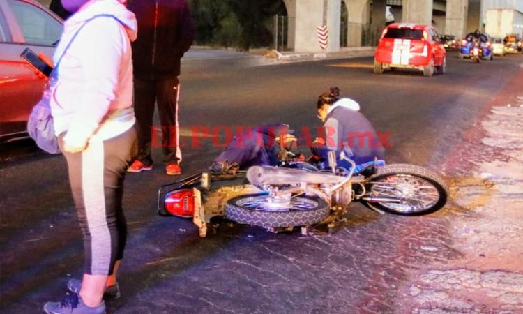 Motociclista resulta herido por choque y espera más de una hora para ser atendido