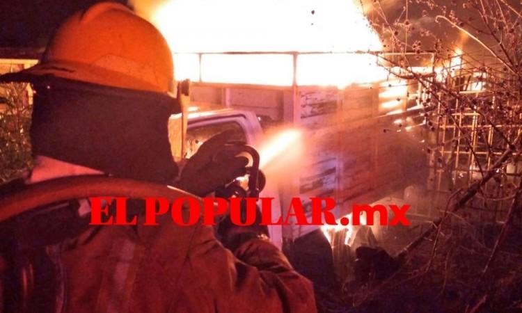 Incendio en corralón calcina vehículos en la segunda ampliación de la colonia Guadalupe Hidalgo