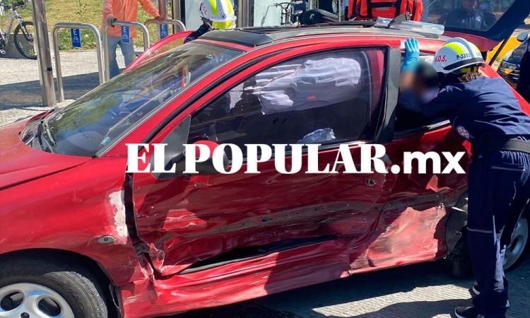 Choque entre dos autos deja seis lesionados leves en Atlixcáyotl