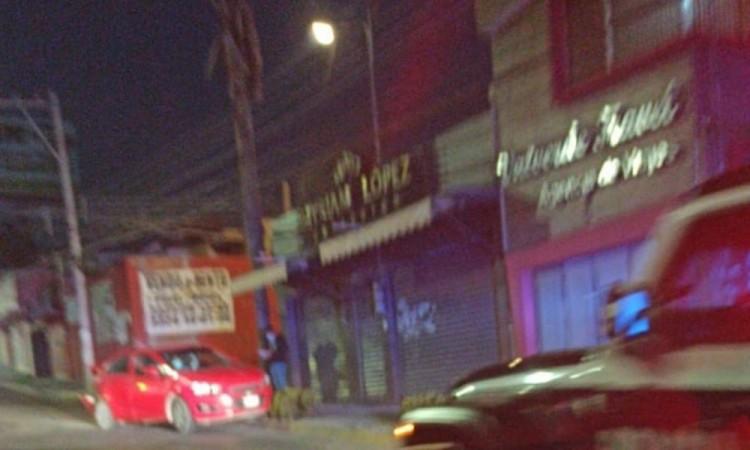 El automóvil era conducido a exceso de velocidad por lo que a la altura de la calle Hacienda de Guadalupe