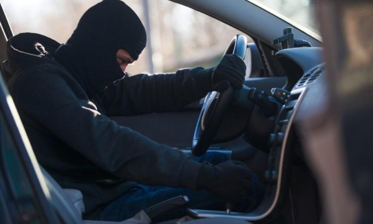 Detienen a ladrón de autopartes tras persecución y choques en la colonia Benito Juárez