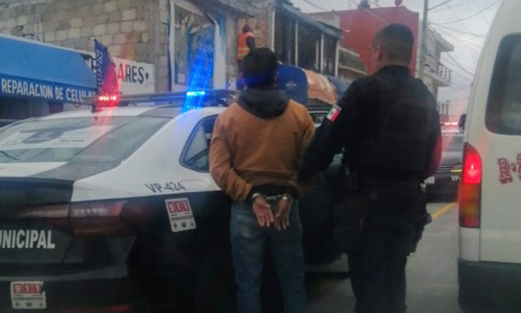 Sujeto asalta negocio, lo detienen al intentar escapar en taxi