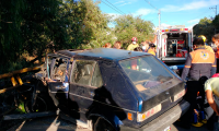 Choque contra barreras de contención deja dos heridos