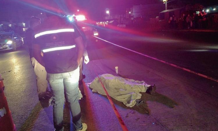 Hombre muere embestido por vehículo en la Puebla-Tehuacán