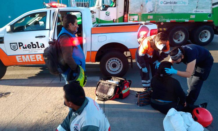 Mujer lesionada por choque de auto y moto Los Pinos Mayorazgo