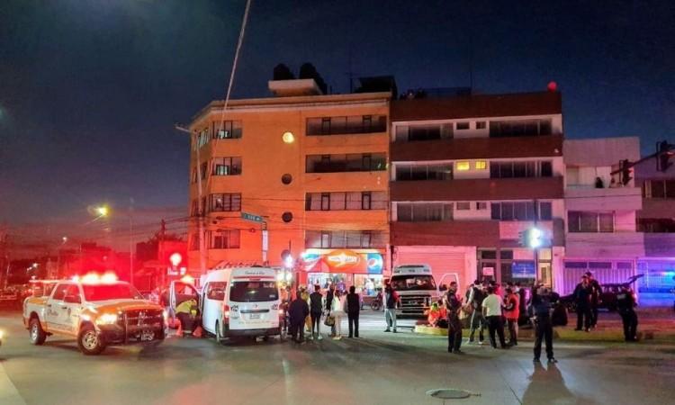Choque de transporte público y ambulancia deja 12 lesionados