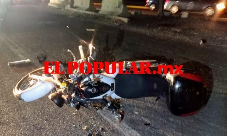 Motociclista muere arrollado por auto sobre la autopista México-Puebla