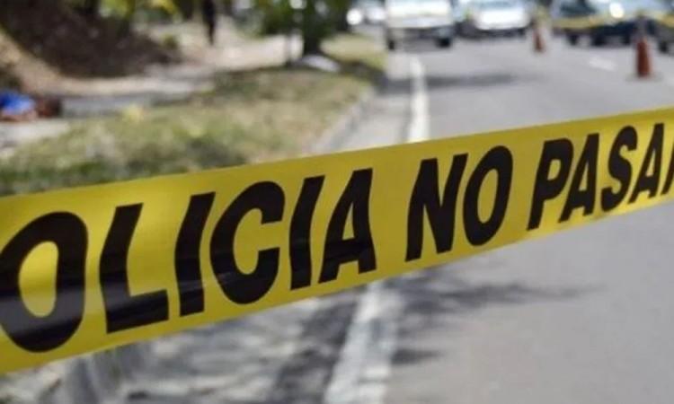 Volcadura de combi cobró la vida de una mujer en Los Reyes de Juárez