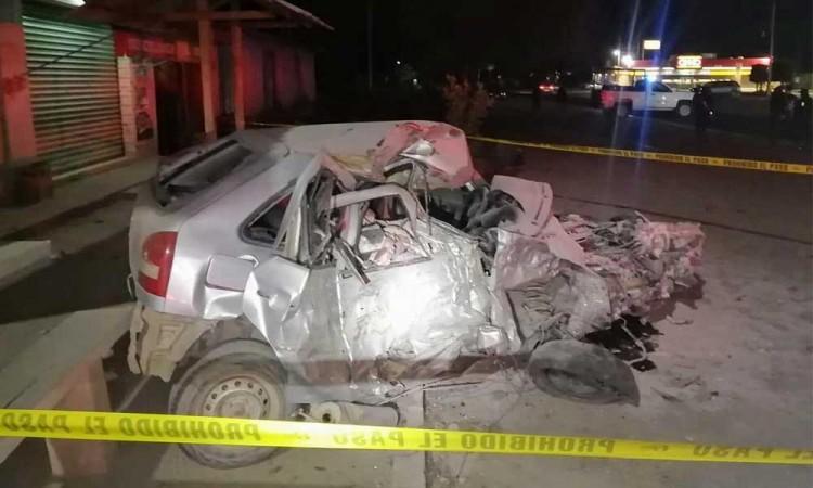Choque frontal deja dos muertos y un lesionado en Yehualtepec