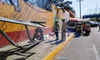 Ruta 26 choca contra paradero y lo destruye en Prolongación Reforma