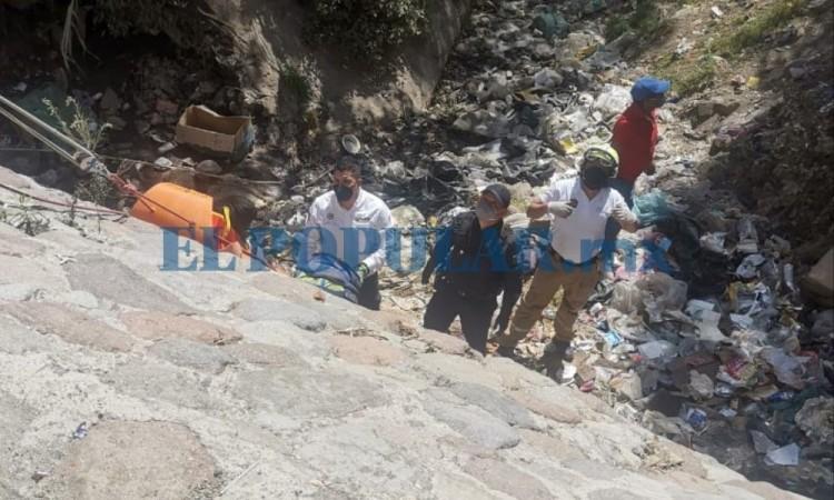Reportan cuerpo en barranca en San Miguel Canoa; el hombre seguía con vida