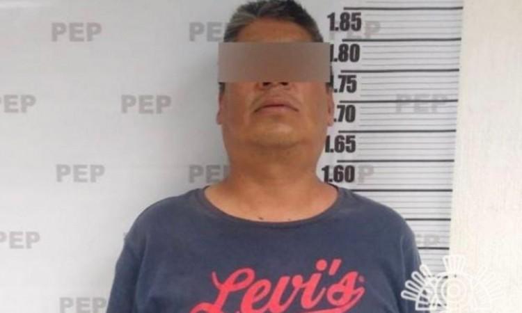 Detienen a hombre armado y con presunta droga