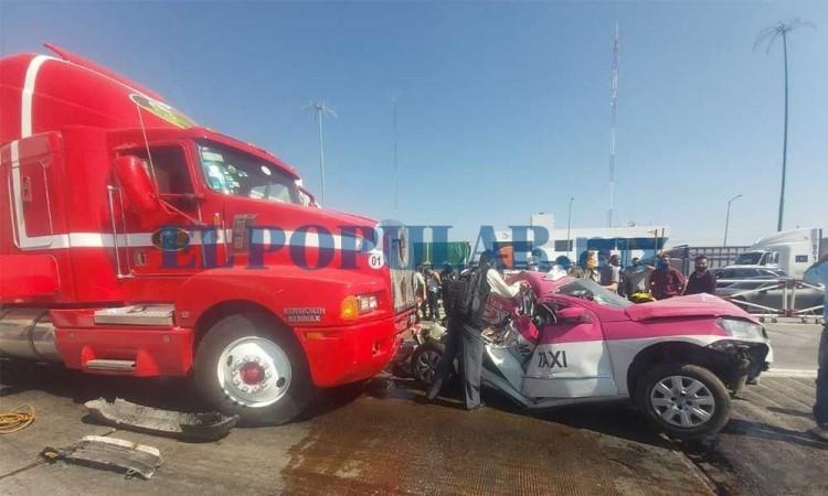 Tráiler embiste cuatro vehículos y deja una persona muerta y dos heridas en la autopista Puebla-Orizaba