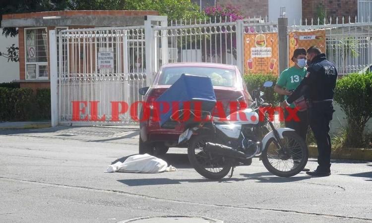 ¿Y las tortillas? Repartidor choca contra auto y ciudadanos creen que murió una persona en Bosques de San Sebastián