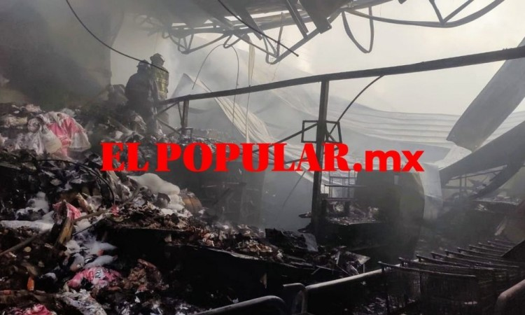 Bomberos sofocan dos incendios en la capital poblana