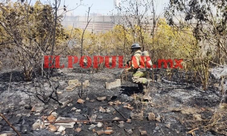 Reportan dos incendios casi simultáneos en Puebla