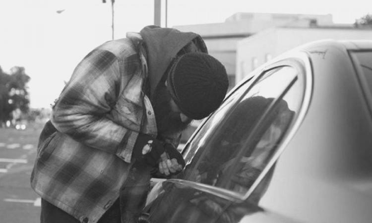Vecinos detienen a presunto ladrón de vehículos en Infonavit Bosques de San Sebastián