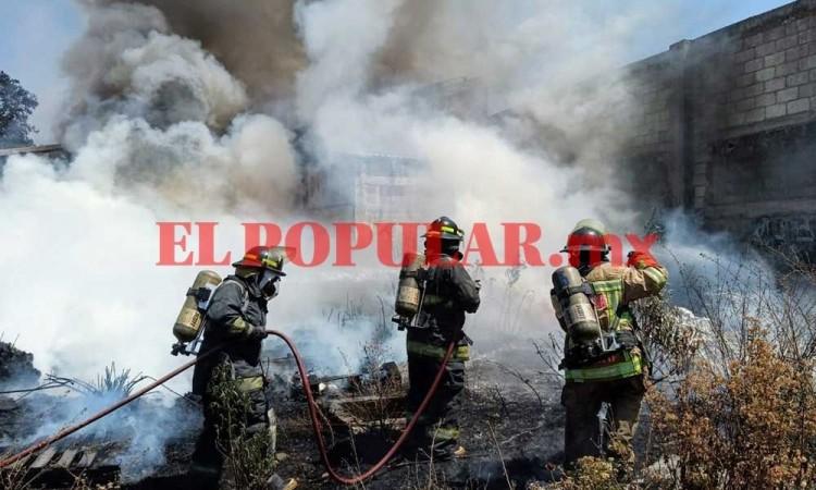 Recicladora en San Jerónimo Caleras se incendia, no hay heridos