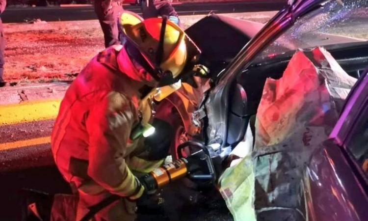 Conductora quedó atrapada en auto por choque en el Periférico Ecológico y el puente de Clavijero