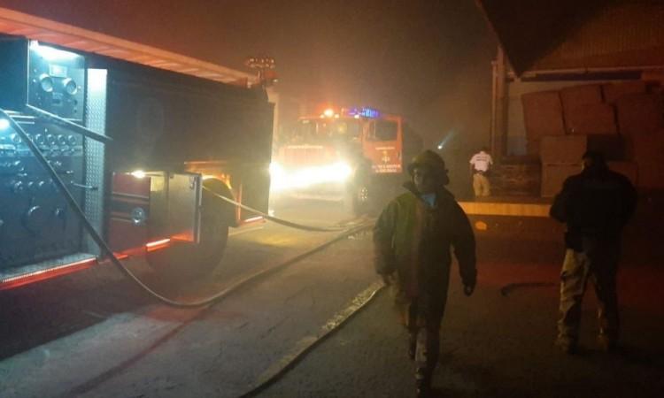 Reportan incendio en fábrica de cartón de Cholula