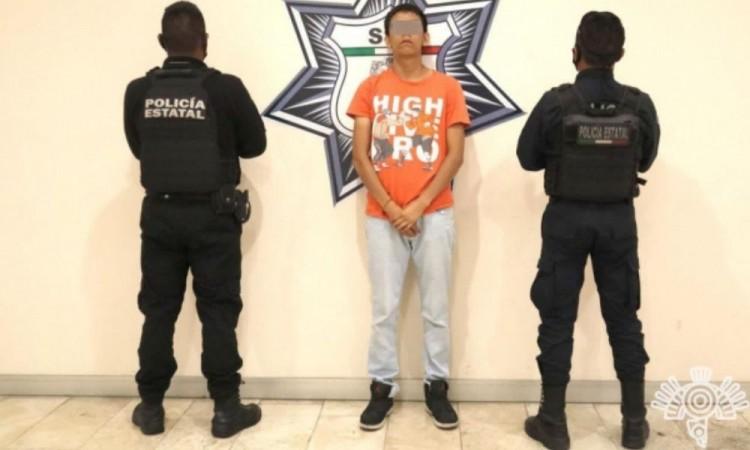Aseguran a presunto narcomenudista en la Ampliación Aquiles Serdán