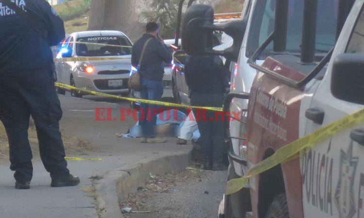 Asesinan a mujer y encuentran su cadáver en el puente de San Felipe