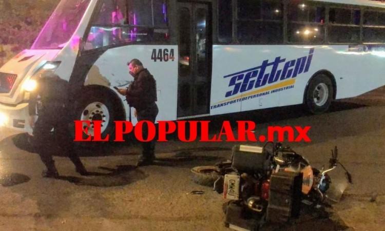 Motociclista herido por choque con autobús sobre la carretera federal Puebla-Tlaxcala