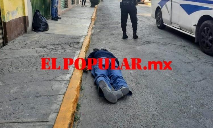 Adulto mayor muere en vía pública en San Pedro Cholula