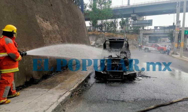Manifestantes incendian patrulla en Cuautlancingo