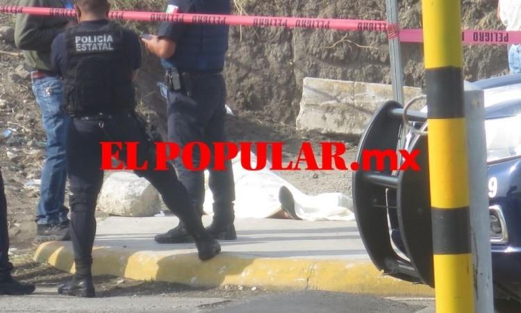 Muere mujer en vía pública frente a la tienda departamental Soriana Chapulco