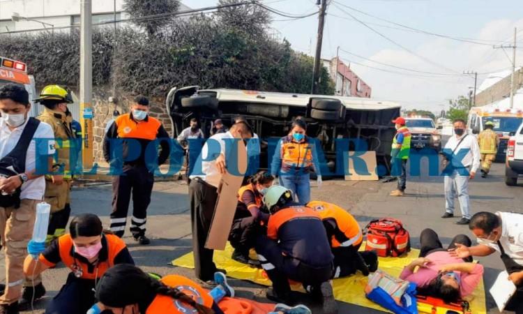 Choque entre ruta 76 y camioneta deja 10 personas lesionadas