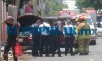 Automovilista en estado de ebriedad se impacta contra poste en El Carmen