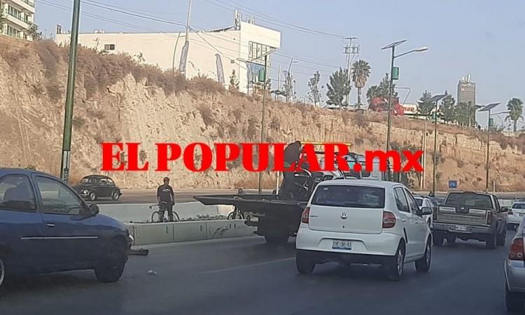 Serie de choques causaron tráfico y daños en Puebla