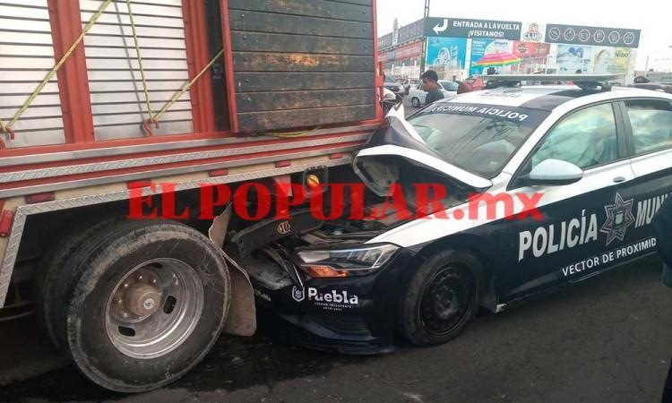 Por cansancio, policía estrella patrulla contra camioneta en la Central de Abasto de Puebla