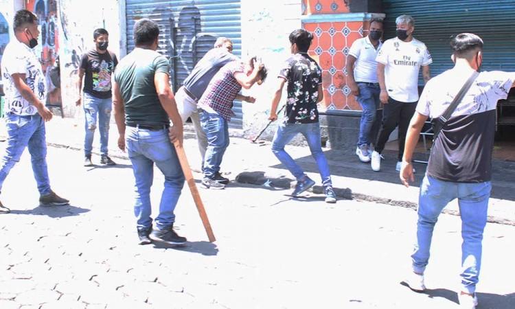 Riña entre ambulantes en el Centro Histórico de Puebla