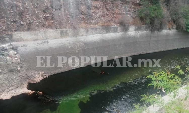 Localizan cadáver de un hombre flotando en el canal de Valsequillo